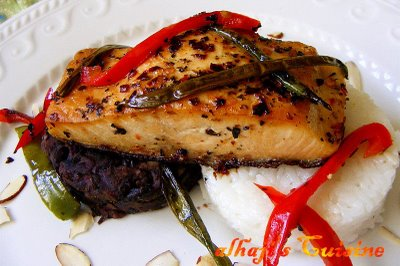Pepper-grilled salmon with calrose rice & stewed black beans